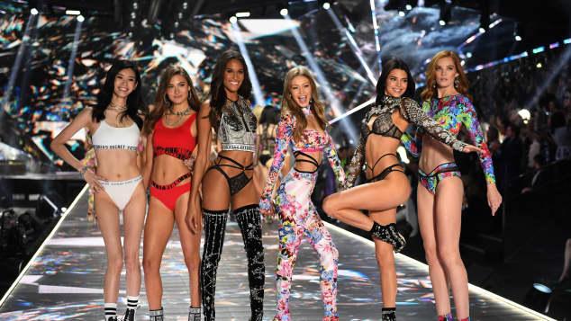 Ming Xi, Grace Elizabeth,  Cindy Bruna,  Gigi Hadid,  Kendall Jenner und Alexina Graham bei der Victoria's Secret Fashion Show 2018