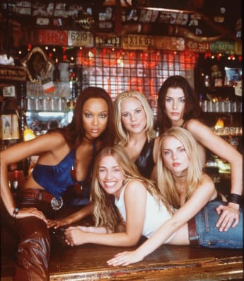 "Tyra Banks, Maria Bello, Bridget Moynahen, Izabella Miko, Piper Perabo als Hauptcast in ""Coyote Ugly"""