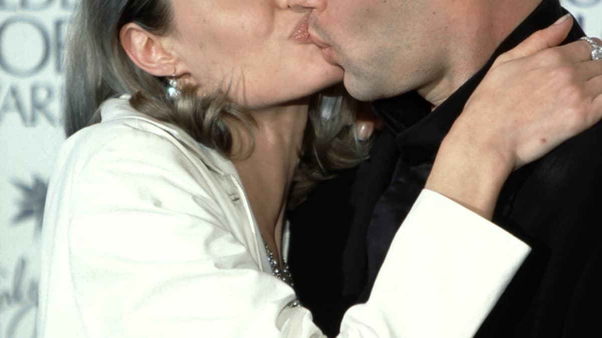 Unvergessene Bilder: Angelina Jolie und ihr Bruder küssen sich auf dem Red Carpet