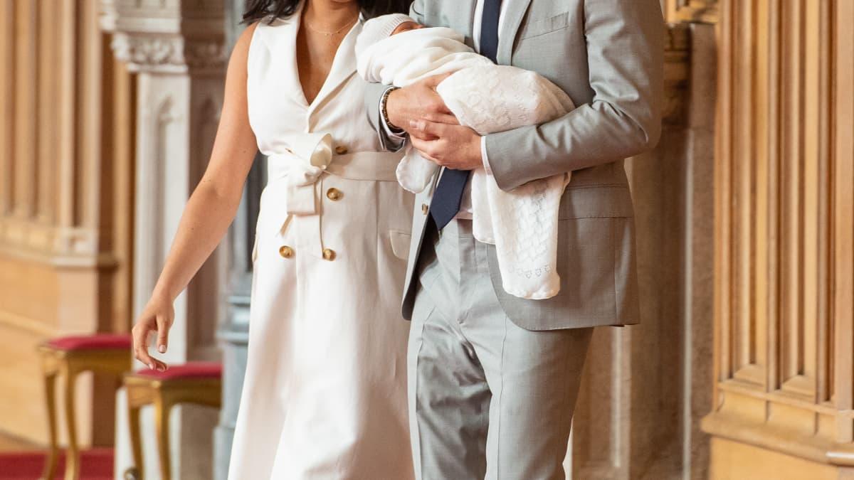 Royals: Archie Harrison schmiegt sich in neuem Bild an Papa Harry