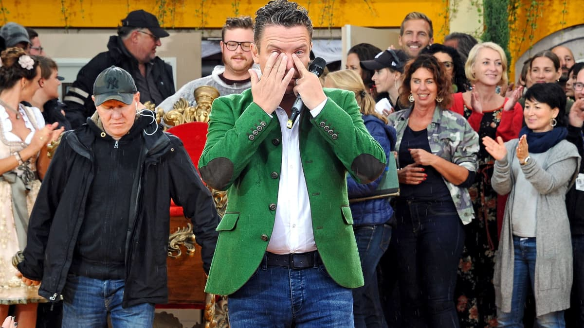 "Stefan Mross kann bei ""Immer wieder sonntags"" die Tränen nicht zurückhalten"