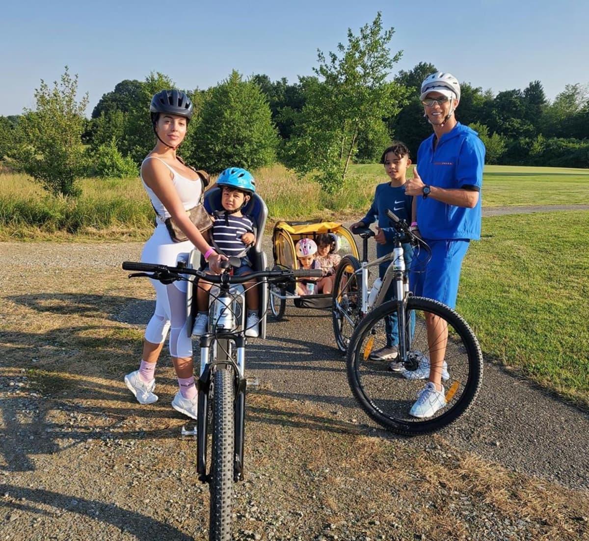 Sportlich unterwegs: Stars auf dem Fahrrad