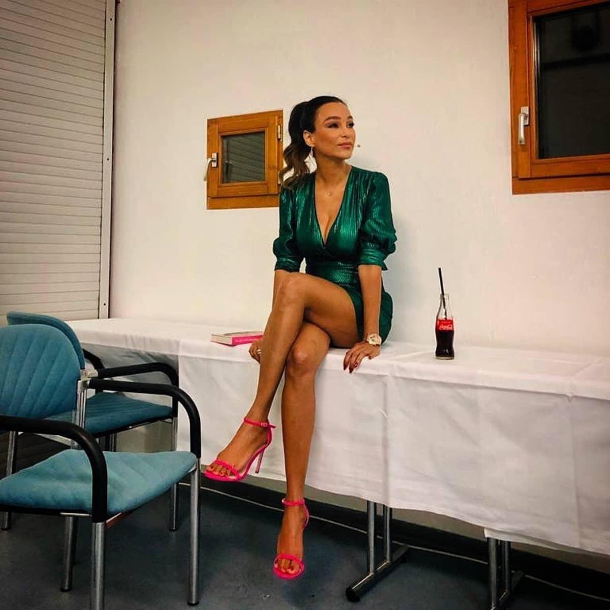 """""""Endlos schön"""": Verona Pooth zeigt in ultrakurzem Kleid ihre langen Beine"""