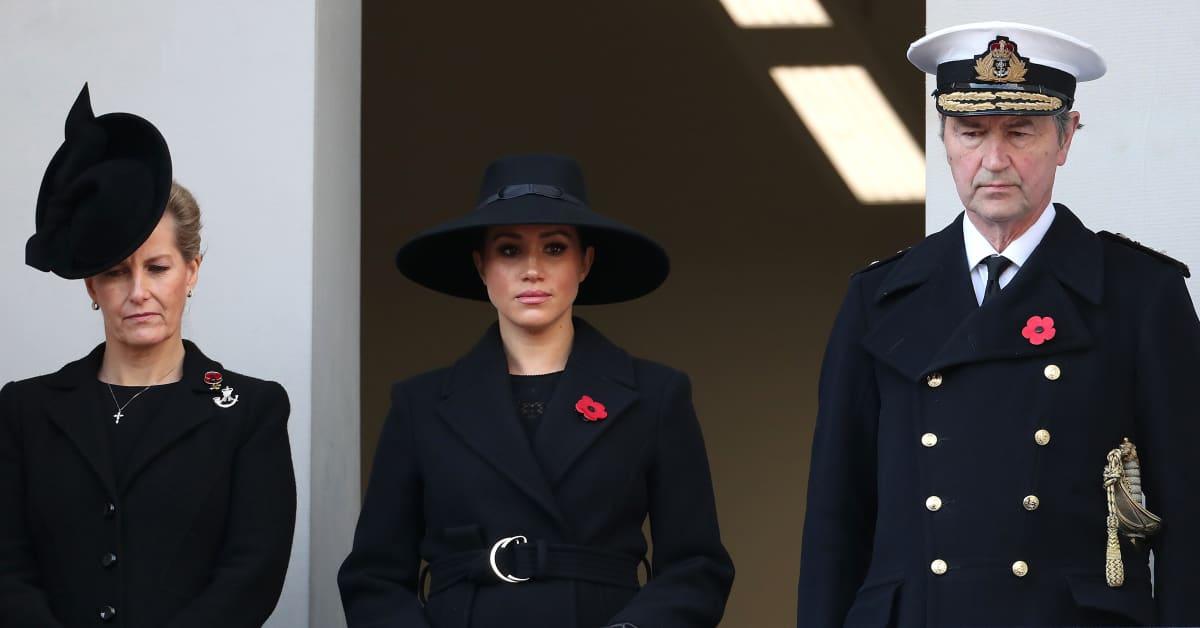 Darum stand Meghan bei Feierlichkeiten nicht bei der Queen und Herzogin Kate