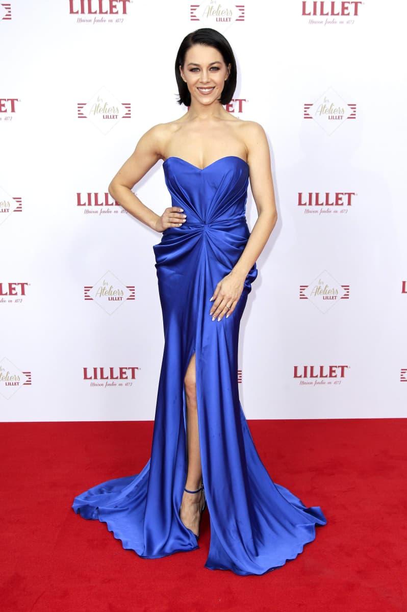 Heiße Liebeserklärung: Oana Nechiti im Nackt-Kleid