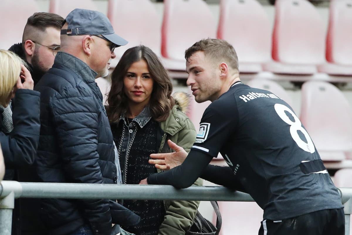 Es wird ernst: Sarah besucht mit Familie Fußballspiel ihres Freundes
