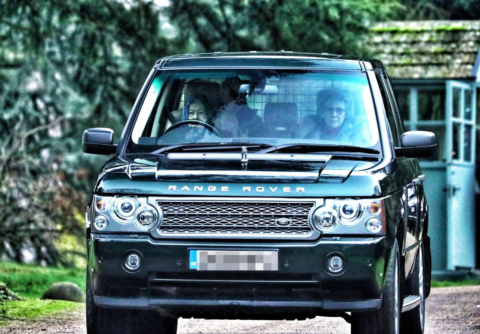 Die Queen is back: Sie cruist in ihrem Range Rover