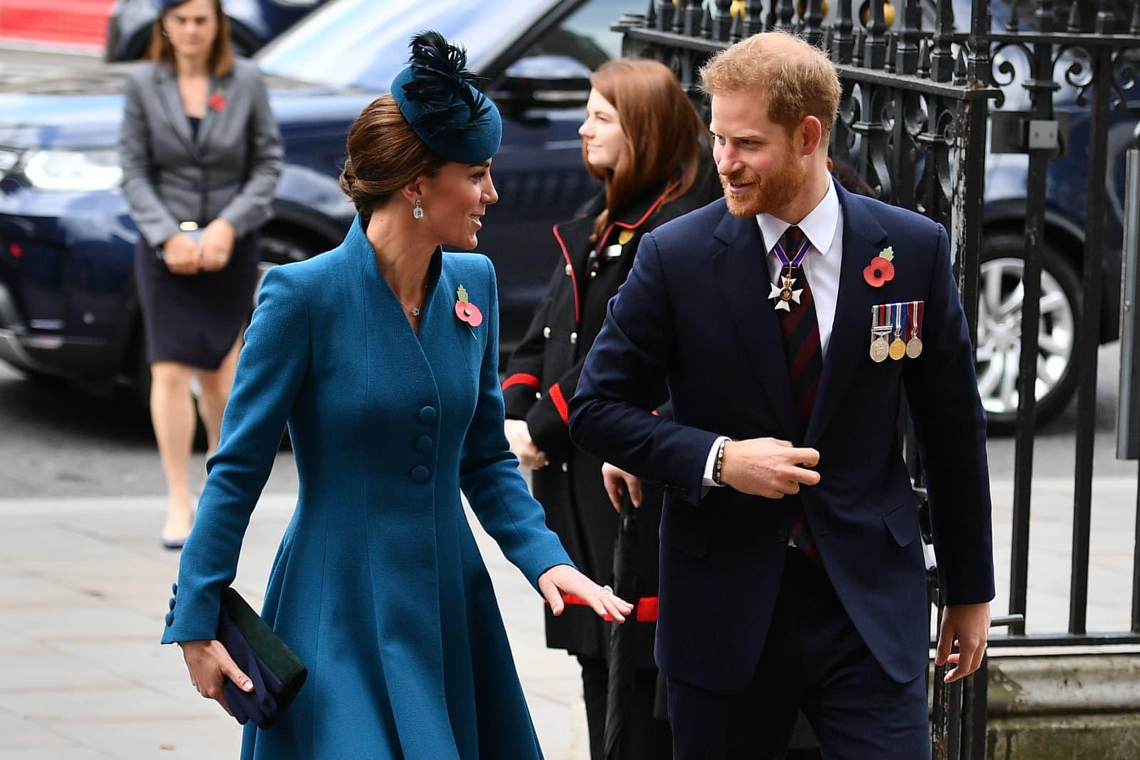 Royal-Baby wohl noch nicht da: Prinz Harry mit Kate unterwegs
