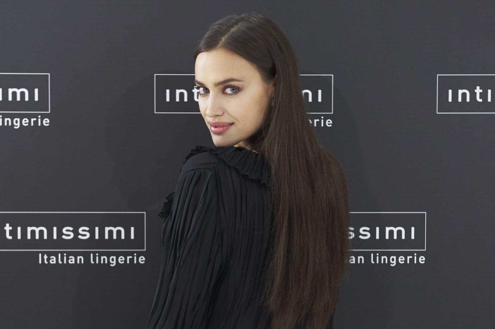 Schauspielerin braune locken deutsche haare Profilbilder Instagram