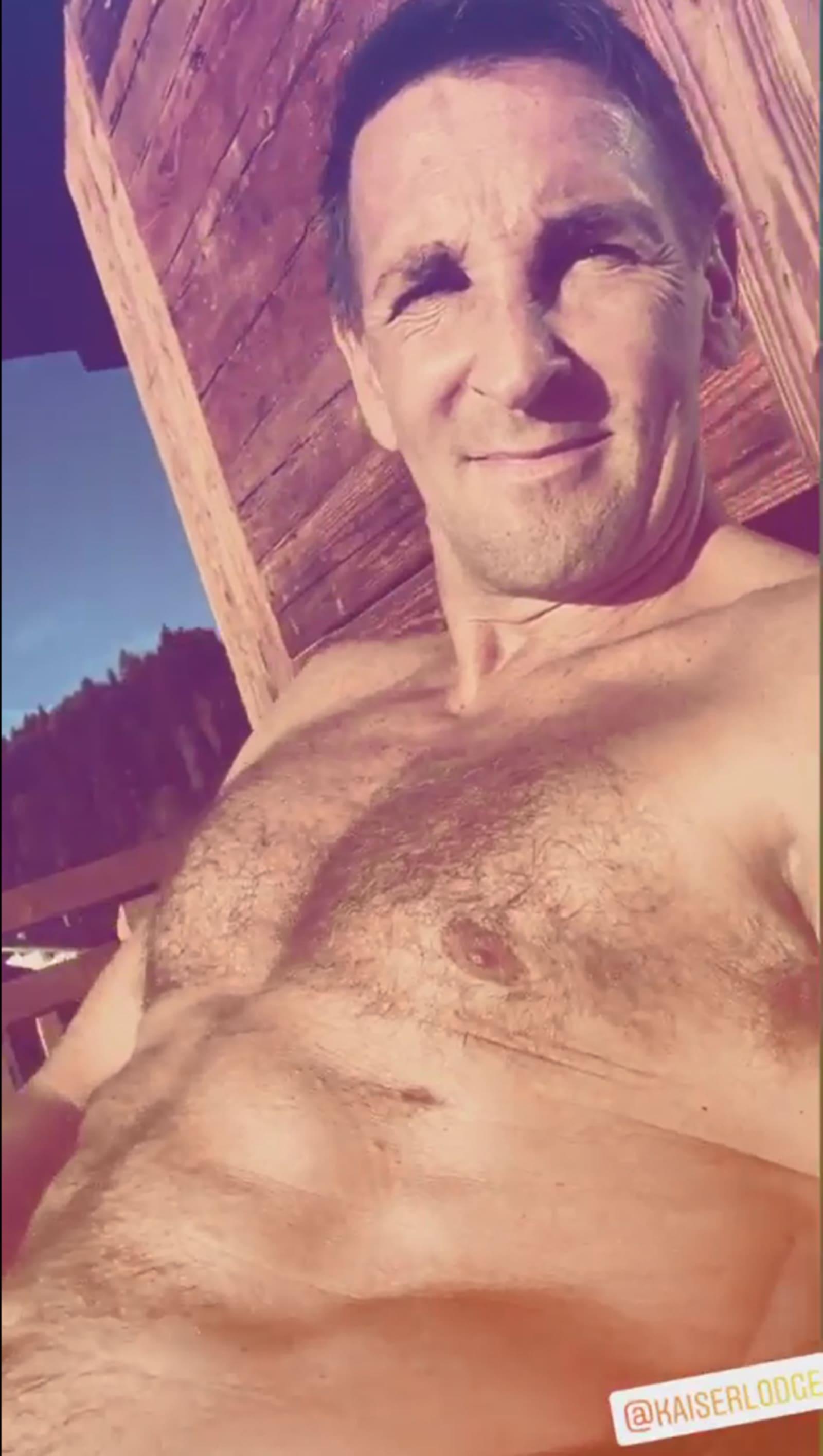 Heiß! Mark Keller oberkörperfrei im Urlaub
