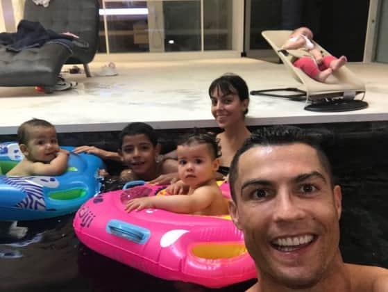 Cristiano Ronaldo Süßes Foto Mit Seinen Vier Kindern