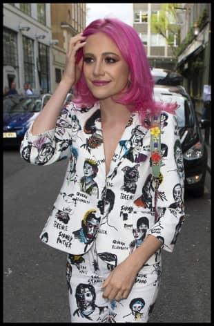 Pixie Lott überrascht mit pinken Haaren