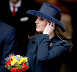 Herzogin Kate, Herzogin Kate Schwangerschafts-Outfits, Herzogin Kate Schwangerschaft-Look, Herzogin Kate Mantel, Herzogin Kate recycelt Kleidung, Herzogin Kate trägt das Gleiche, Herzogin Kate trägt Mantel doppelt