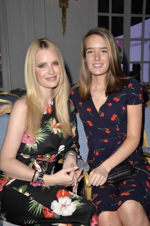 Mirja du Mont und Tochter Tara du Mont bei einer Modenschau in Hamburg