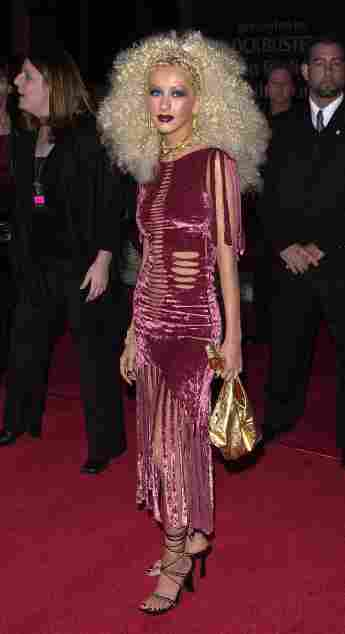 Die Sängerin Christina Aguilera nimmt am 10. April 2001 an den Seventh Annual Blockbuster Awards teil