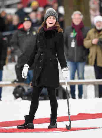 Herzogin Kate spielt Bandy-Hockey in Stockholm, britische Royals, Kate Middleton, offizielle Skandinavien-Tour