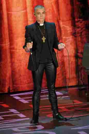 Sinéad O'Connor bricht Tour ab.