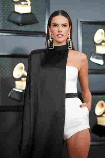 Alessandra Ambrosio bei den 62. Grammy Awards am 26. Januar 2020