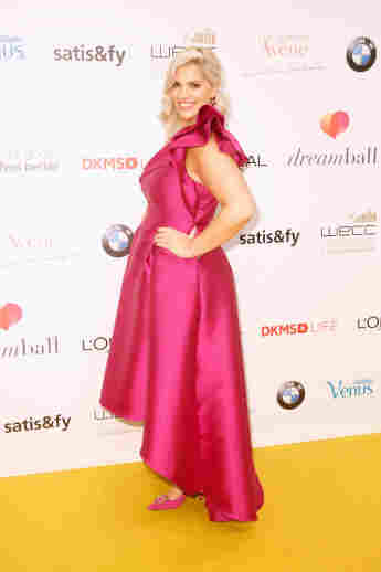 Curvy-Model Angelina Kirsch auf dem roten Teppich beim Dreamball am 18. September 2019