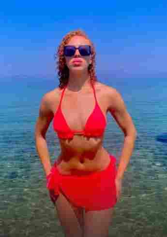 Anna Ermakova im roten Bikini auf Instagram