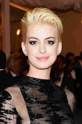 Anne Hathaway 2013 als Blondine