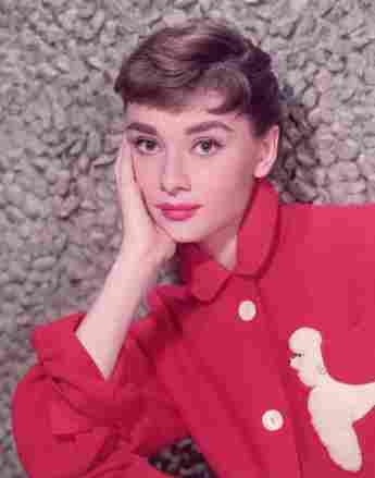 Portrait-Aufnahme von Audrey Hepburn circa 1955