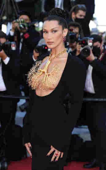 Bella Hadid zog in Cannes alle Blicke auf sich