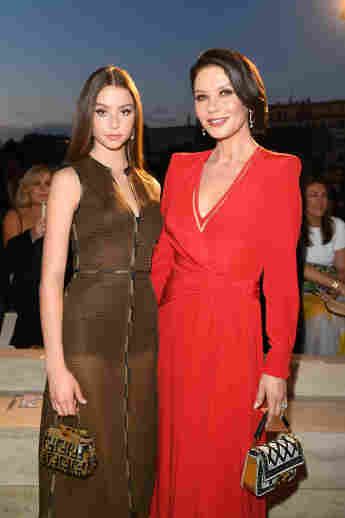 Carys Douglas und Catherine Zeta-Jones 2019