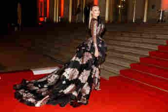 Cheyenne Ochsenknecht auf dem roten Teppich des Leipziger Opernballs