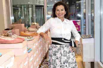 Claudia Obert bei der Wiedereröffnung ihrer Filiale Hamburg Stadthausbrücke Michaelis-Forum nach Lockerung der Corona-Maßnahmen