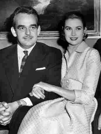 Fürst Rainier III. von Monaco und Grace Kelly bei der Bekanntgabe ihrer Verlobung am 5. Januar 1956