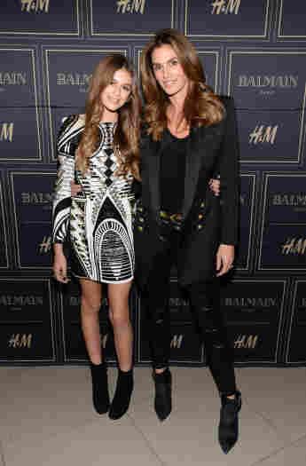 Kaia Gerber und Cindy Crawford bei der Balmain x H&M Los Angeles VIP Pre-Launch am 4. November 2015