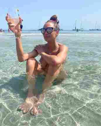 Lilly Becker nackt im Meer auf Instagram