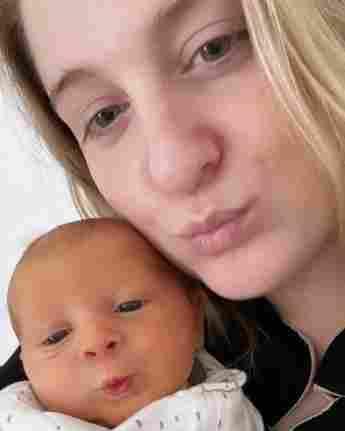 Meghan Trainor mit ihrem Baby