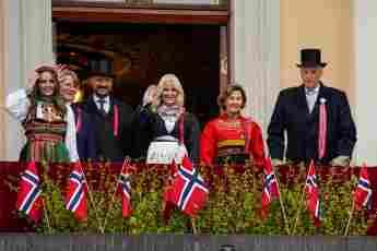 Prinzessin Ingrid Alexandra, Prinz Sverre Magnus, Kronprinz Haakon, Kronprinzessin Mette-Marit, Königin Sonja und König Harald V. am Nationalfeiertag Norwegens am 17. Mai 2021