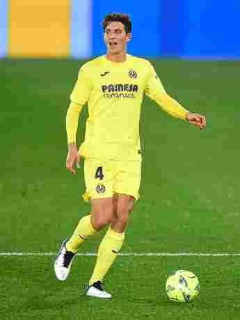 Pau Torres kickt für Spanien