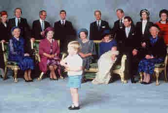 Prinz Harry Taufbild Queen Lady Diana Prinz Charles Taufpaten
