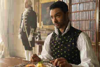 """Regé-Jean Page als """"Simon Basset"""" in der ersten Staffel von """"Bridgerton"""""""