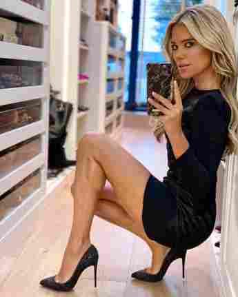 Sylvie Meis posiert sexy bei einem Spiegelselfie.