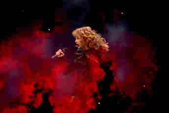 Taylor Swift auf der Bühne während der Reputation-Stadion-Tour in Texas