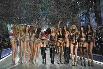 Die Victoria's-Secret-Engel bei der Victoria's Secret Fashion Show am 30. November 2016 in Paris