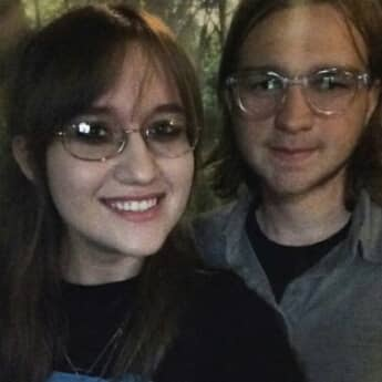 Angus T. Jones und seine Freundin im Jahr  2014