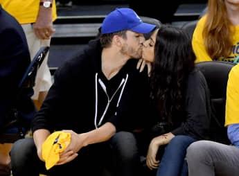 Ashton Kutcher und Mila Kunis super verliebt bei einem Basketballspiel