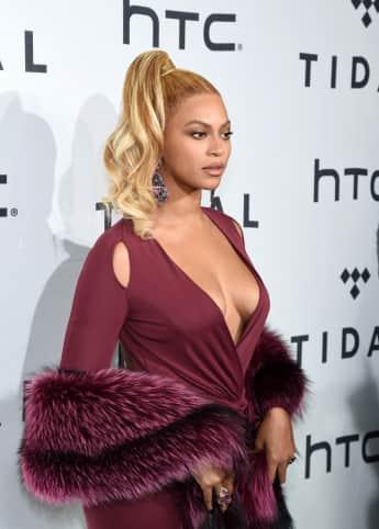 Beyoncé mit XXL-Ausschnitt