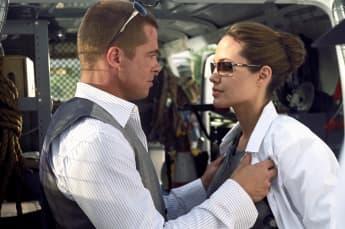 """Brad Pitt und Angelina Jolie am Filmset von """"Mr. And Mrs. Smith"""""""