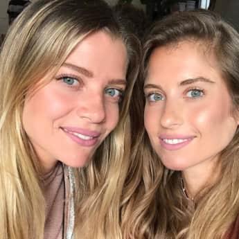 Cathy Hummels zeigt ihre Schwester Vanessa Fischer