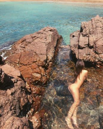 Hier posiert Emily Ratajkowski völlig nackt