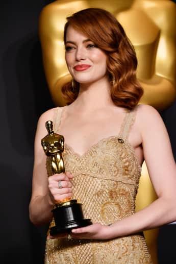 Emma Stone mit dem Oscar für die Beste Hauptdarstellerin