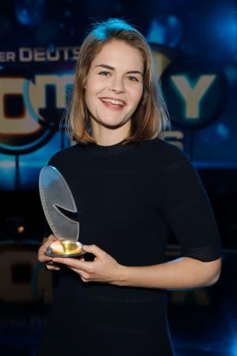 Hazel Brugger gewinnt Comedypreis als Beste Komikerin