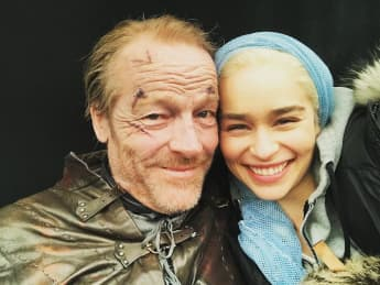 "Iain Glen und Emilia Clarke am Set von ""Game of Thrones"""